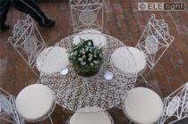 Ambientazione: Tavolo con elementi decorativi