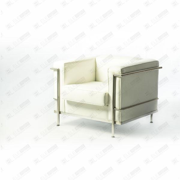 Le Courbusier Bianco: Poltrona con braccioli in acciaio cromato