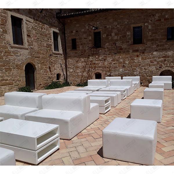 houston con tavolo flores bianco