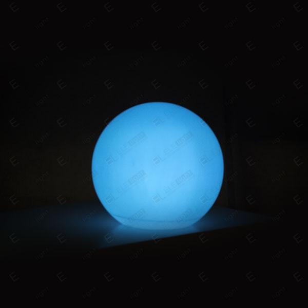 LAMPADA A SFERA LUMINOSA CON LED RGB IN POLIETILENE 60CM