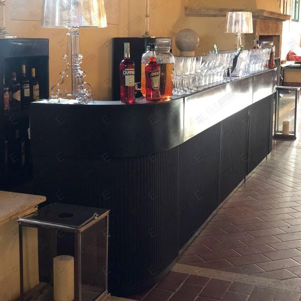Bancone Bar Chocolate con Bar Cordiale Corner e lampada Burgie